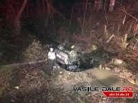 FOTO & VIDEO: Doi soți din Târgu Lăpuș au zburat cu mașina într-o vale