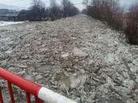 FOTO & VIDEO - Explozie controlată la Oncești pentru spargerea podurilor de gheață de pe râul Iza