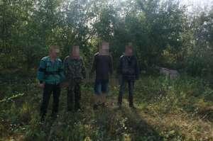 FOTO & VIDEO - Patru cetăţeni ucraineni reţinuţi cu focuri de armă şi 16.400 pachete ţigări confiscate