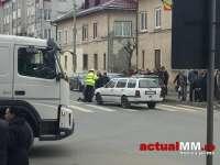 FOTO & VIDEO - Pieton lovit pe trecerea pentru pietoni de către un autoturism în Vișeu de Sus