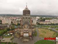 "FOTO & VIDEO - S-a ridicat Sfânta Cruce pe cupola Catedralei Episcopale ""Sfânta Treime"" din Baia Mare"