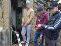FOTO & VIDEO - Trei tineri cercetaţi pentru contrabandă în formă agravantă, reținuți pentru 24 de ore