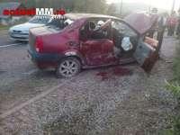 FOTO: VIȘEU DE JOS - Trei tineri răniți într-un accident rutier produs lângă cimitir