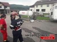 FOTO: VIȘEU DE SUS - O rulotă cu turiști italieni a lovit o stație de gaz