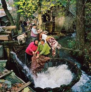 Fotografii din Maramureş, expuse în 100 de orașe din 45 de țări