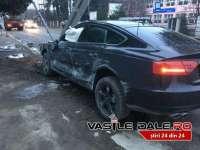 FOTO&VIDEO: VIȘEU DE SUS - Fiul unui polițist de frontieră, beat și cu permisul suspendat, a intrat cu mașina într-un stâlp