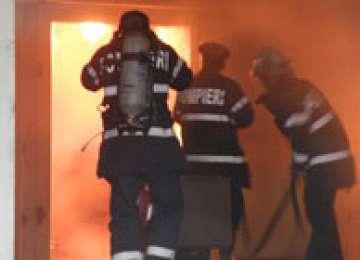 FUMATUL UCIDE! Un bărbat din Văleni a adormit cu țigara aprinsă și a murit în incendiul provocat