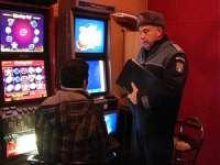 FURT: Trei tineri au sustras 275 lei din aparate mecanice de jocuri de noroc
