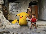 """""""Găsiţi-ne şi veniţi să ne salvaţi!"""" este apelul disperat al copiilor sirieni, care se folosesc de poze cu pokemoni"""