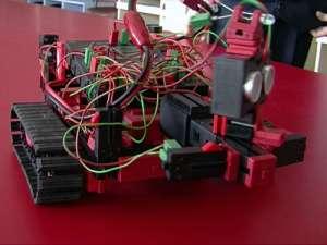 Geniu la doar 12 ani: un elev din Baia Mare a construit un robot care știe să ocolească obstacole