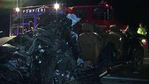 GONIND SPRE MOARTE: Doi tineri au murit şi trei au fost răniţi după ce un Audi s-a izbit de un podeţ