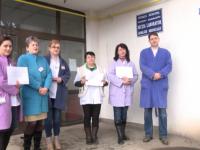 GREVĂ LA SIGHET –  Angajații Laboratorului de analize medicale a Spitalului Municipal au protestat împotriva salariilor mici