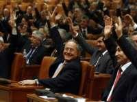 Hainele cele noi ale parlamentarilor. Aleşii vor primi 9.000 de lei pe lună pentru îmbrăcăminte