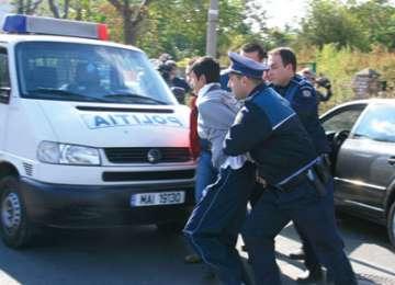 Hoţi prinşi de poliţiştii sigheteni după ce au furat şase telefoane mobile dintr-un magazin