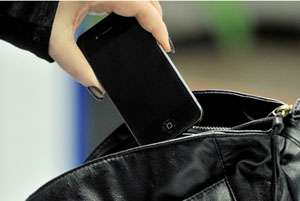 IEUD - Au vrut să dea de mâncare nevoiașilor și au rămas fără telefoane mobile