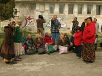 Ţigani din Cluj profită de situația imigranților: Încasează sute de euro, îi deghizează în rromi şi îi ajută să ajungă în Germania