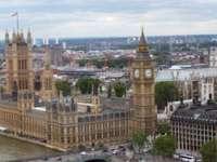 Imigranții ilegali nu vor putea avea permise de conducere sau conturi la bănci în Marea Britanie