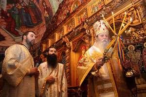 În biserici se săvârşeşte astăzi denia Prohodului Domnului