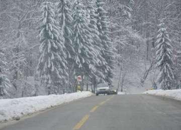 ÎN MARAMUREŞ SE CIRCULĂ ÎN CONDIŢII DE IARNĂ – Pentru ziua de vineri se preconizează ninsori și condiții de polei