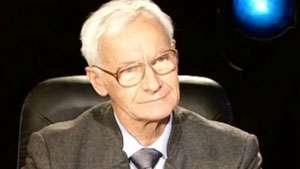 În PRIMA ZI DE MANDAT, Klaus Iohannis îl decorează pe Octav Bjoza, fost deţinut politic
