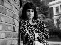 În urmă cu 25 de ani se stingea din viaţă legendarul lider al grupului Queen Freddie Mercury