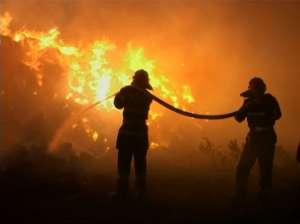 INCENDIU devastator în Baia Mare: Patru gospodării și o lemnărie au ars ca o torță