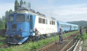 INCENDIU: Locomotiva trenului Inter Regio Bucuresti Nord – Baia Mare a fost cuprinsă de flăcări