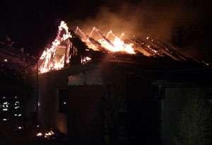 INCENDIU: Magazia unei biserici din Vişeu de Jos a fost distrusă de flăcări. Pompierii maramureşeni au intervenit la stingerea altor 5 incendii pe raza judeţului