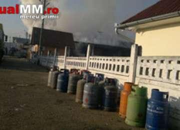 INCENDIU: Un restaurant a fost distrus de flăcări și un pompier a fost rănit