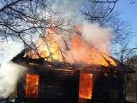 INCENDIU VIOLENT – O anexă gospodărească din Cavnic a fost mistuită de flăcări