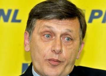Începe războiul în PNL. Mai mulți lideri liberali cer DEMISIA lui Crin Antonescu