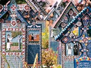 INCREDIBIL - Mai multe cruci au dispărut din Cimitirul Vesel de la Săpânţa