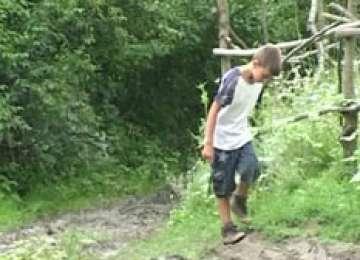 """INCREDIBIL - Un băiat de doar 11 ani trăieşte SINGUR în PĂDURE: """"Vreau la ORFELINAT"""""""