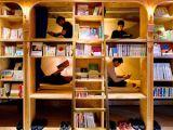INEDIT: Amatorii de călătorii și lectură pot dormi și citi într-o bibliotecă din Tokyo