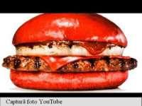 INEDIT: Burger King din Japonia a lansat hamburgerul de culoarea roșie