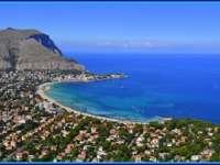 INEDIT: Case scoase la vânzare la preţul de 1 euro, într-un sat din Sicilia