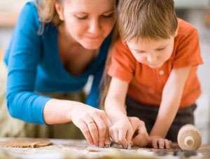 InfoMM: Asistenţii maternali ai copiilor cu autism din Maramureş, puşi să returneze banii de hrană.