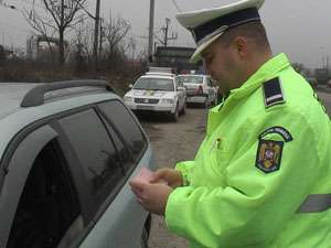 Infracţiuni rutiere constatate de poliţişti la Sighetu Marmaţiei, Baia Mare şi Leordina