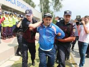 Interdicţie de a lua parte la competiţii sportive, impusă de jandarmi unui suporter băimărean