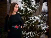 """Întregul colectiv al Colegiului Național """"Dragoș-Vodă"""", elevi și profesori, își exprimă profundul regret ca urmare a trecerii în neființă a elevei Almași Paulina"""