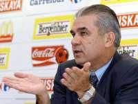 Iordănescu, la întoarcerea echipei naționale în țară - Sunt principalul vinovat, cer scuze suporterilor