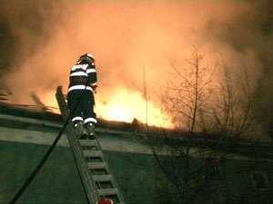 ISU MARAMUREŞ - Pompierii au intervenit ieri la două incendii şi un accident rutier