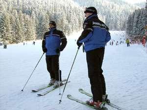 JANDARMERIA MONTANĂ: Doi schiori s-au ciocnit pe pârtie, în Cavnic. Unul dintre ei a fost transportat la spital