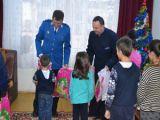 Jandarmii maramureşeni au oferit cadouri copiilor din Casa de tip familial nr. 2 Baia Mare şi copiilor orfani ai colegilor decedaţi