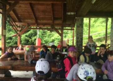 Jandarmii montani, împreună cu copiii aflaţi în tabără de vară la Cavnic