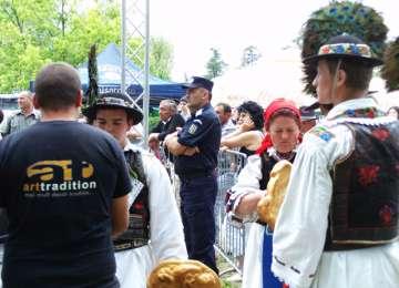 Jandarmii, prezenți la Hora de la Prislop, eveniment la care a participat și Președintele statului