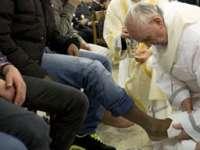 JOIA MARE: Papa Francisc va spăla picioarele a 12 refugiați