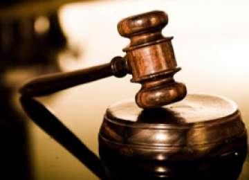 JUSTIŢIE: Trimis în judecată după ce şi-a ucis tatăl cu toporul