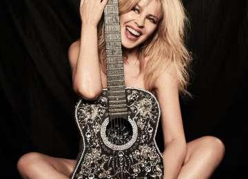 Kylie Minogue sărbătorește împlinirea a 50 de ani cu un pictorial nud