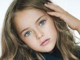 La zece ani, cea mai frumoasă fetiță din lume a semnat contracte cu două agenții de modele